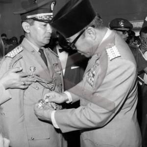 Soekarno Bapak Proklamator, Soeharto Bapak Pembangunan